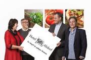 Das Hotel Höfli in neuen Händen: die heutigen Besitzer Maria und Hanspeter Schuler (links) übergeben das Unternehmen an Marco Lauener. Peter Vespa bleibt Geschäftsführer. (Bild: PD)