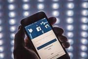Der Aktienkurs von Facebook brach zwischenzeitlich um mehr als 6 Prozent ein. (Bild: Pius Amrein)