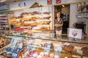 Renate Amrein in der Bäckerei Macchi. (Bild: Roger Grütter/Pius Amrein)