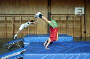 In diesem Lager lernen Kinder unter anderem das richtige Sprimgen auf dem Minitramp. (Symbolbild: LZ)