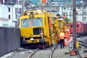 Der entgleiste Bauzug im SBB-Bahnhof Seewen. (Bild: Bert Schnüriger / Neue SZ)