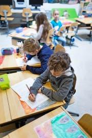 Im Kanton Luzern werden die meisten Schüler von regulären Lehrerinnen betreut – auch im Förderunterricht (Symbolbild). (Bild: Keystone/Gaetan Bally)