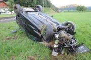 Das total beschädigte Auto. (Bild: pd)