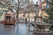 Positives Beispiel für ein Quartierzentrum: Dorfstrasse im Gebiet Geissenstein mit öffentlichem Platz, Tempo-20-Zone und Einkaufsmöglichkeit. (Bild: Nadia Schärli (Luzern, 5. Januar 2018))