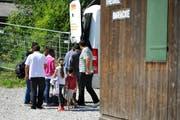 Die ersten Asylbewerber treffen in Alpnach ein. (Bild: Corinne Glanzmann / Neue OZ)