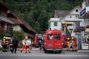 Feuerwehreinsatz hinter der Wagner Tankstelle in Stans. (Bild: Corinne Glanzmann (18. Juli 2017, Stans))
