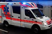 Der Bub wurde mit der Ambulanz ins Spital eingeliefert. (Archivbild Geri Holdener)