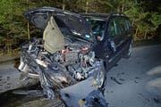 Das Auto war nach dem Unfall nur noch Schrott. (Bild: Luzerner Polizei)
