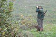 Ein Jäger lauert dem Wild auf. (Bild: Archiv/Neue NZ)