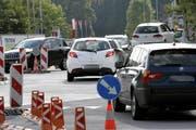 Wo gehts durch? Die Verkehrsführung im Lättich sorgt für Verwirrung – und für Staus. (Bild Werner Schelbert)
