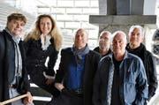 Kirk's Patrol in der aktuellen Besetzung mit Sängerin Nici Deer – wiederum bei der Rathaustreppe. (Bild: PD)