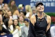«Hinter diesem Kleid verbirgt sich ein ‹Girl› mit Biss», sagte Scharapowa nach ihrem Startsieg. (Bild: Peter Foley/EPA (New York, 29. August 2017))