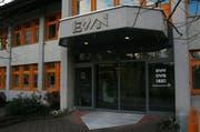 Der Eingang des EWN-Gebäudes in Stans. (Bild EWN/pd)