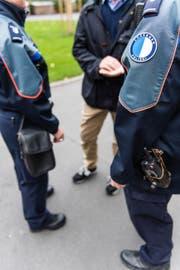 Im Bild Mitarbeitende der Luzerner Polizei (Symbolbild Roger Gruetter / Luzern, 05.10.2016)