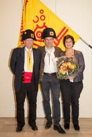 Der Eglivater 2018, Philipp Anton I. (Mitte) mit dem Weibelpaar Raphael Wobmann und Mirella Scura. (Bild: PD)