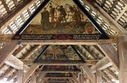Sollen auch kopiert werden: Die Totentanz-Giebelbilder auf der Spreuerbrücke. (Archivbild Nique Nager/Neue LZ)