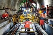 Bauarbeiten an den Gleisen im östlichen Teil des Gotthard-Basistunnels in Erstfeld. (Bild: Keystone/Christian Beutler)