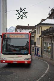 Der Bus nach Rickenbach fährt mit dem neuen Fahrplan fünf Minuten früher. (Bild Sandro Portmann)