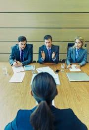 Bevor es zum Bewerbungsgespräch kommt, muss die richtige Kandidatin erst noch gefunden werden. (Bild: Getty/Robert Daly)