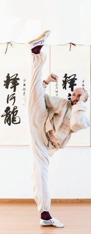 Roger Stutz (37) ist buddhistischer Mönch und betreibt in Obernau eine Kung-Fu-Schule. (Bild: Roger Grütter (Kriens, 7. April 2017))