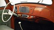 Das Cockpit eines 1957 für die USA gebauten Käfers. (Bild: Prestel)