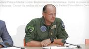 Felix Stoffel, Chef des Berufsfliegerkorps, rekapituliert vor den Medien den bekannten stand der Dinge. (Bild: Keystone Livestream / Screenshot)