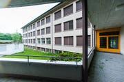 Ein Blick auf das heutige Schulhaus Staffeln. (Bild: Roger Grütter / Neue LZ)