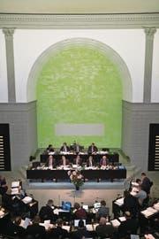 Blick von der Zuschauertribüne in den Kantonsratssaal. (Bild: Jakob Ineichen (Luzern, 7. Dezember 2015))