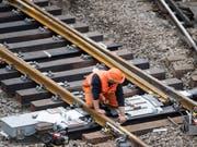 Eine Weiche hat im Bahnhof Luzern bei Rangierarbeiten Schaden genommen - und den Bahnverkehr beeinträchtigt. (Archivbild) (Archivbild: KEYSTONE/URS FLUEELER (Luzern, 26. März 2017))