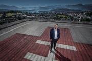 Regierungspräsident Guido Graf (59, CVP) auf dem Dach des Luzerner Kantonsspitals. (Bild: Pius Amrein (Luzern, 26. Juni 2017))