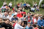 Besucherinnen und Besucher während der 1.-August-Feier im vergangenen Jahr auf der Rütliwiese. (Bild: Keystone/Alexandra Wey)