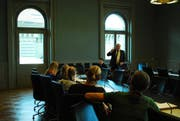 Eine Delegation des Schwyzer Kinderparlaments zu Gast in Bundesbern. (Bild: PD)