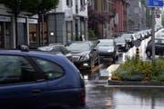 Stockender Verkehr in Chams Zentrum. (Bild: Werner Schelbert / Neue ZZ)