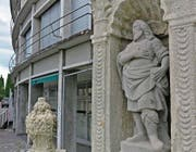 Die Figur des heiligen Leontius am gleichnamigen Brunnen in Muri ist die einzig bekannte Steinplastik des Zuger Bildhauers Johann Baptist Wickart. (Bild: Andreas Faessler (19. August 2017))