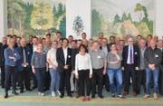 Die Schwyzer Tourismusbranche will miteinander in die gleiche Richtung gehen und bekräftigte dies mit dem Unterzeichnen einer symbolischen Charta. (Bild: PD)