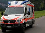 Der Rettungsdienst Einsiedeln überbrachte den Patienten in Spitalpflege. (Archivbild)