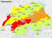 Die Naturgefahrenkarte des Bundes zeigt für grosse Teile der Zentralschweiz die Gefahrenstufe «erheblich» (orange) wegen des Regens an. Dies ist die dritte von fünf Stufen. Gelb bedeutet «mässige Gefahr» (Stufe 2).. (Bild: www.naturgefahren.ch)