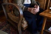 Vor allem ältere Leute sind Opfer der Teppichbetrügern (Symbolbild) (Bild: Petra Orosz/Keystone)