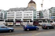 Der Carparkplatz auf dem Löwenplatz wird nun definitiv zu einem Anhalteplatz zum Ein- und Aussteigenlassen für Touristen umfunktioniert. (Bild: Keystone)