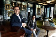 Hoteldirektor Gérard Olivier Kuhn (links) und Chefkoch Andreas Haseloh übernehmen das Zepter im Schlosshotel Gütsch in Luzern. (Bild: Nadia Schärli / Neue LZ)