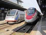 Jetzt täglich um 12 Uhr im Bahnhof Zug zu sehen: ein alter ETR 470 (links) und der neue ETR 610. (Bild Marco Morosoli)