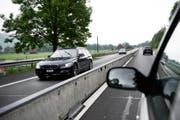 Obwaldner Pendler, die mit dem Auto unterwegs sind, können weniger an den Steuern abziehen. (Bild Corinne Glanzmann)