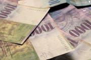 Die Polizei stellte Bargeld von mehreren tausend Franken sicher. (Symbolbild Neue LZ)