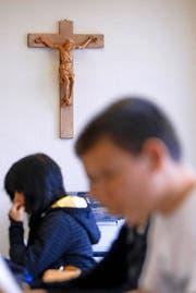 Wegen einer Äusserung im Religionsunterricht hängt in der Katholischen Kirche der Stadt Luzern der Haussegen schief (Symbolbild). (Bild: Keystone/Gaetan Bally)