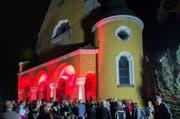 Eine Illumination der Kirche Gerliswil brachte die Zuschauer zum Staunen. (Bild: PD/Roberto Conciatori)
