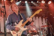 Anson Funderburgh gehört zu den hochkarätigen Gitarristen, die am Samstag im Casino zu geniessen waren. (Bild: Nadia Schärli (18. November 2017))