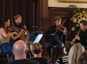 Das Orion String Trio zusammen mit Fabio Di Casola an der Klarinette im Schloss Meggenhorn. (Bild: Roger Grütter (1. Juli 2017))