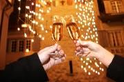 Bald wird aufs neue Jahr angestossen - und auf die Ereignisse, die da kommen sollen. (Bild: Stefan Kaiser / Neue ZZ)