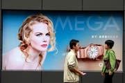 Noch immer sind die Schweizer Uhren beliebt in China. Die Nachfrage kühlt sich aber spürbar ab. (Bild: Keystone/AP)