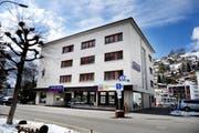 Blick auf den Hauptsitz der Sparkasse Engelberg in Engelberg. Das kleine Finanzinstitut fusioniert mit seinem Mehrheitsaktionär, der Sparkasse Schwyz. (Bild: Corinne Glanzmann / Neue OZ)